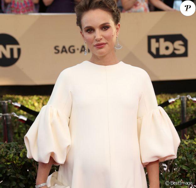 Natalie Portman, enceinte (robe Dior Haute Couture) à la 23ème cérémonie des Screen Actors Guild Awards (SAG Awards) au Shine Expo Hall à Los Angeles le 29 janvier 2017.