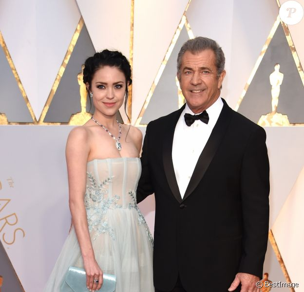 Rosalind Ross et son compagnon Mel Gibson à la 89ème cérémonie des Oscars au Hollywood & Highland Center à Hollywood, le 26 février 2017