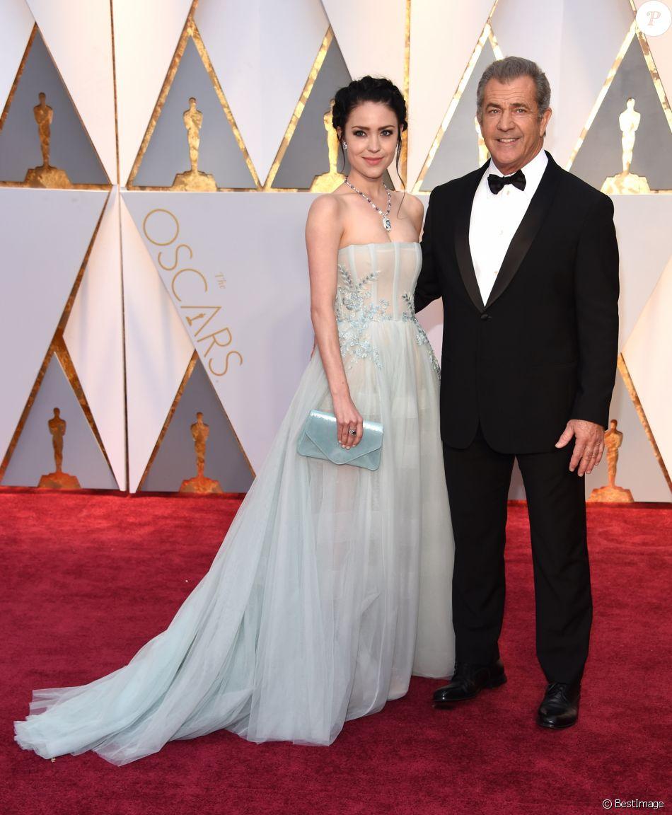 Rosalind Ross et son compagnon Mel Gibson à la 89ème cérémonie des Oscars au Hollywood & Highland Center à Hollywood, le 26 février 2017