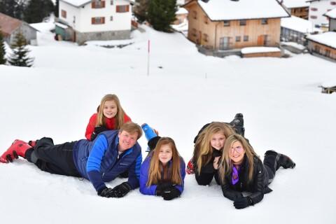 Willem-Alexander et Maxima des Pays-Bas : Tout heureux au ski avec leurs filles
