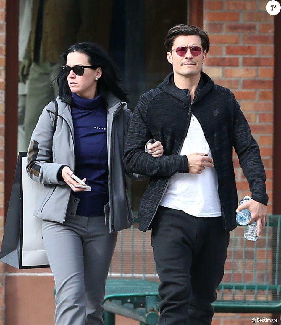 Exclusif - Le couple Katy Perry et Orlando Bloom se promènent en amoureux dans les rues de Aspen. Les amoureux sont venus assister au mariage de leur amie la styliste Jamie Schneider. Le 8 avril 2016.