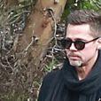 Brad Pitt très amaigri et en pleine conversation téléphonique dans les rues de Santa Monica. Le 25 janvier 2017