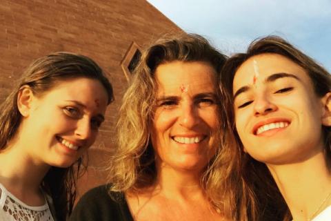 """Lisa Azuelos, maman bientôt solo : """"C'est l'année du nid vide, ils s'en vont"""""""
