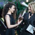 """Oulaya Amamra ( Robe Dior - César du meilleur espoir féminin pour le film """"Divines"""") et Nicole Garcia - 42ème cérémonie des César à la salle Pleyel à Paris le 24 février 2017."""