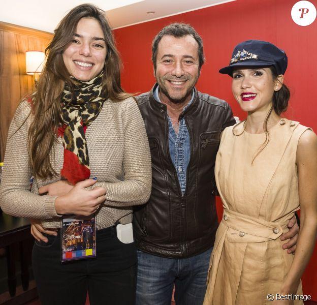 Exclusif - Alma (représentante de la France au Concours Eurovision de la chanson 2017), Bernard Montiel et Joyce Jonathan avant le concert MFM Radio Live, place de la République à Lyon, le 3 mars 2017.