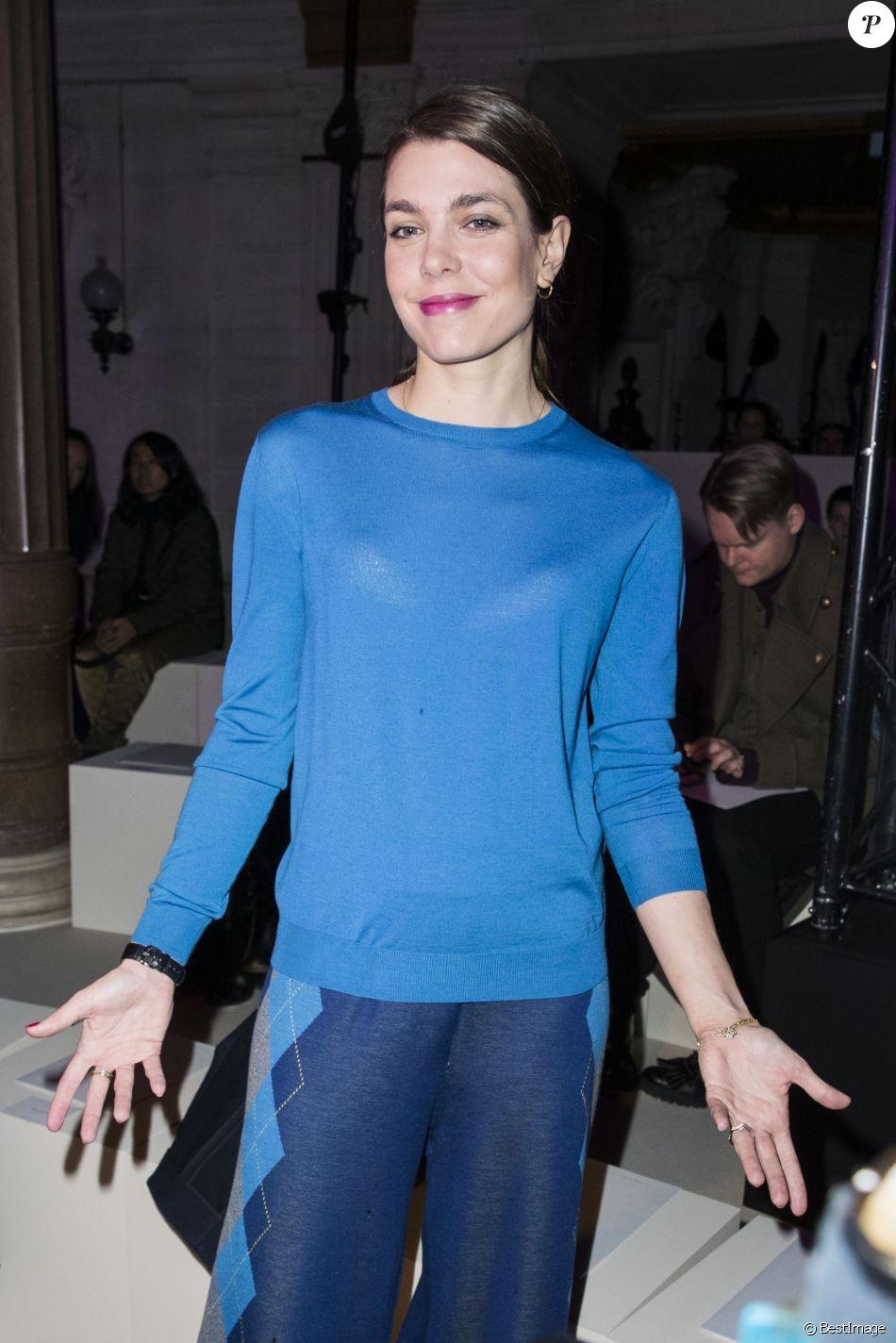 Charlotte Casiraghi au défilé de mode (Frontrow) prêt-à ...