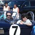 """Johnny Hallyday accompagné de Maxim Nucci (Yodelice), arrive au restaurant """"Soho House"""" à Malibu, au volant de son cabriolet AC Cobra marqué de son chiffre porte-bonheur, le numéro 7. Laeticia Hallyday, toujours en béquilles, les rejoint dans une autre voiture. Malibu, le 09 mars 2017. J"""