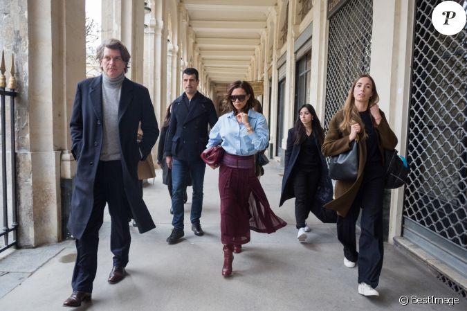 Victoria Beckham Se Promene Dans Les Galeries Du Palais