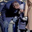 Des messes basses entre le prince Daniel et la princesse Estelle ? Céremonie en l'honneur de la princesse Victoria de Suède le jour de la Sainte Victoria au palais Royal en présence de son mari le prince Daniel de Suède et de la princesse Estelle à Stockholm le 12 mars 2017