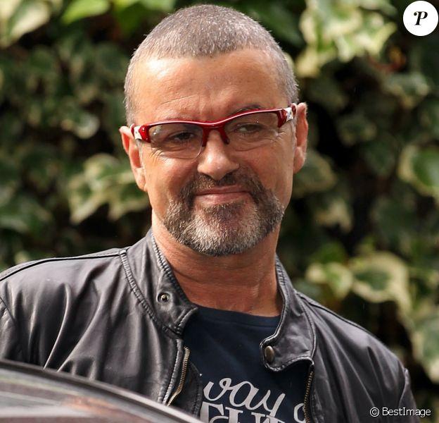 George Michael à la sortie de son domicile à Londres le 1er octobre 2012.