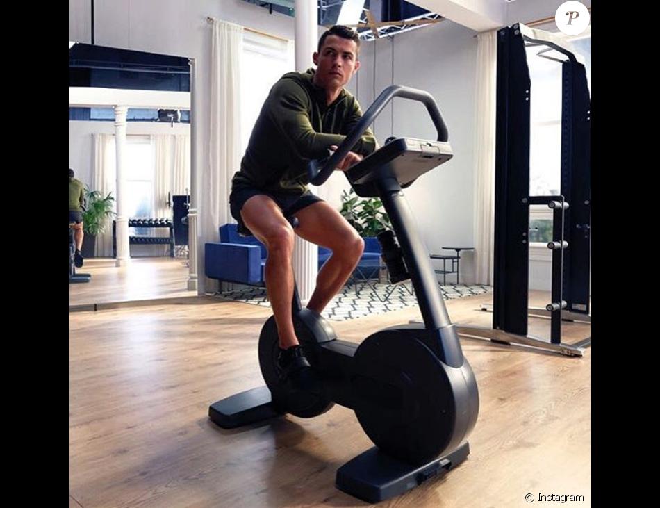 Cristiano Ronaldo révèle le vrai nombre d'abdos qu'il fait pour se maintenir en forme - Photos