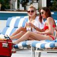 Devon Windsor et ses amies Rachel Hilbert et Melody Le profitent d'une journée ensoleillée à Miami Beach. Le 15 mars 2017.