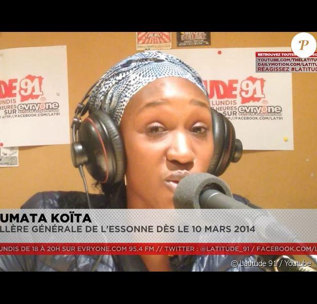 Fatoumata Koïta lors d'une interview au micro de la radio Latitude 91 en mars 2014