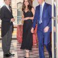 """La duchesse Catherine de Cambridge était tsuperbe en robe Alexander McQueen lors de la réception donnée à l'ambassade de Grande-Bretagne à Paris le 17 mars 2017 en l'honneur de l'amitié franco-britannique (la campagne """"Les Voisins"""" était d'ailleurs lancée à cette occasion) dans le cadre de sa visite officielle de deux jours avec le prince William."""