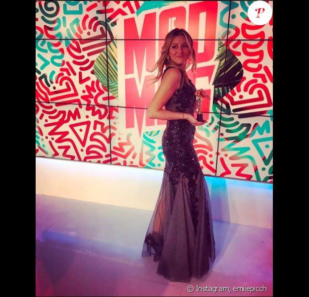 """Emilie Picch classe et sexy sur le plateau du """"Mad Mag"""" - Instagram, février 2017"""