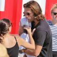Jared Padalecki et sa femme Genevieve Cortese se promènent en famille à Los Angeles le 29 juillet 2012.