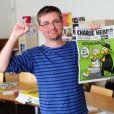 Stéphane Charbonnier, dit Charb, dans les locaux de Charlie Hebdo dont il était le directeur de la publication, le 19 septembre 2012. Charb est mort assassiné le 7 janvier 2015.