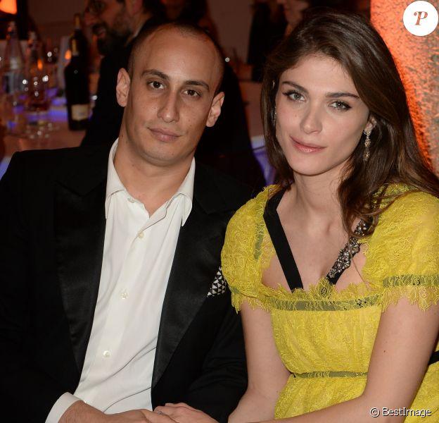 """Elisa Sednaoui enceinte et son mari Alex Dellal - Soirée de l'E. Sednaoui Foundation et du groupe """"Yoox Net-a-Porter"""" à Milan, le 28 mars 2017."""