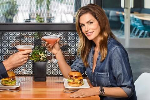 Cindy Crawford : Gourmande, elle relève un délicieux défi...