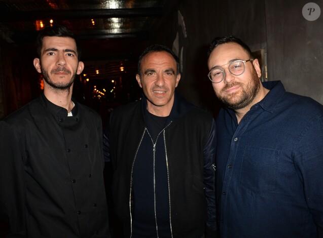 """Manolis Giorgakis (le chef), Nikos Aliagas et Audren Dimitris - Soirée d'ouverture du restaurant """"Ikone"""" à Paris le 30 mars 2017."""