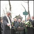 Alain Delon aux obsèques de Georges Cravenne