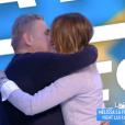 """Mélissa, la compagne de Pierre Ménès, lui fait une belle surprise dans l'émission """"Touche pas à mon poste"""" sur C8. Le 5 avril 2017."""