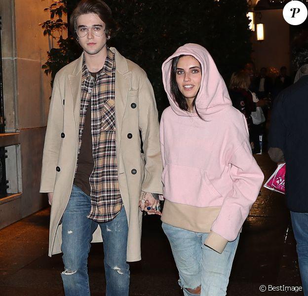 Gabriel-Kane Day-Lewis et sa nouvelle compagne Laura Bensadoun arrivant à la soirée de Carine Roitfeld à l'hôtel Four Seasons George V à Paris, le 4 mars 2017.