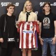 "Antoine Griezmann, Charlize Theron et Filipe Luis - Photocall du film ""Fast and Furious 8"" à Madrid. Le 6 avril 2017."