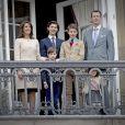 La princesse Marie, le prince Joachim de Danemark, et leurs enfants, le prince Nikolaï, le prince Henrik, le prince Félix et la princesse Athéna - La famille royale de Danemark salue la foule à l'occasion du 76ème anniversaire de la reine Margrethe depuis le balcon du château Amalienborg à Copenhague. Le 16 avril 2016 16/04/2016 - Copenhague