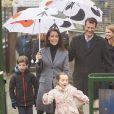 Le prince Joachim et la princesse Marie de Danemark étaient accompagnés de leurs enfants Henrik (7 ans) et Athena (5 ans) pour l'inauguration de la saison 2017 du parc d'attractions Bakken, le 30 mars 2017 à Gentofte au nord de Copenhague.