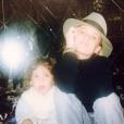 Alysson Paradis et sa grande soeur Vanessa Paradis sur une vieille photo.