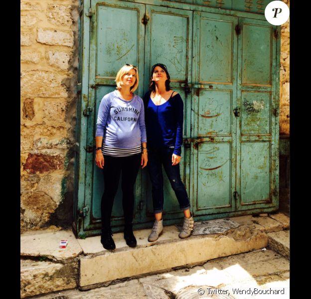 Wendy Bouchard, le venter arrondi à Jérusalem le 9 avril 2017.