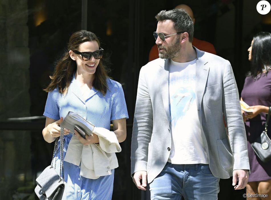 Ben Affleck et Jennifer Garner emmènent leurs enfants Violet, Seraphina et Samuel à la messe de Pâques à Los Angeles, le 16 avril 2017
