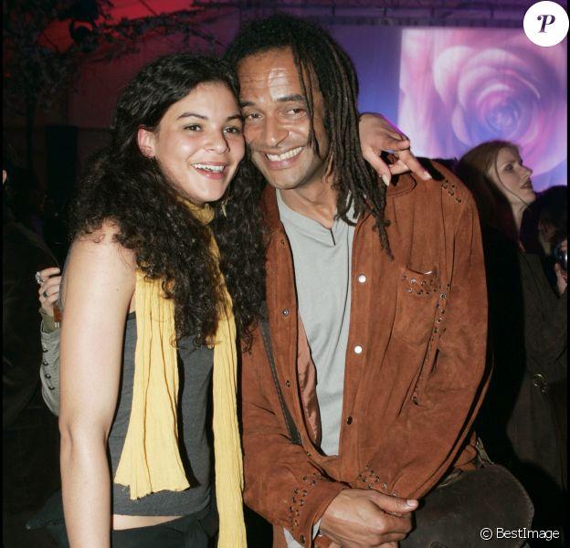 """Yannick Noah et sa fille Yelena lors de la générale du spectacle """"Saltimbanco"""" du Cirque Soleil à Boulogne-Billancourt, le 7 avril 2005."""