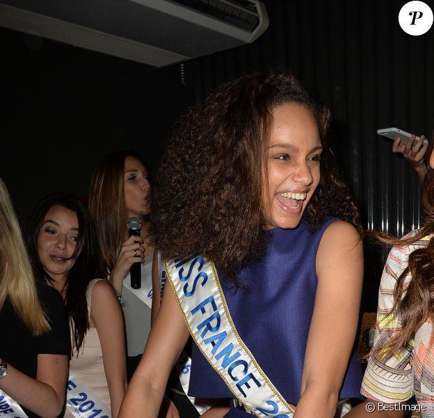 Alicia Aylies (Miss France 2017) - Alicia Aylies (Miss France 2017) fête ses 19 ans au BAM Karaoke Box Richer à Paris le 18 avril 2017.