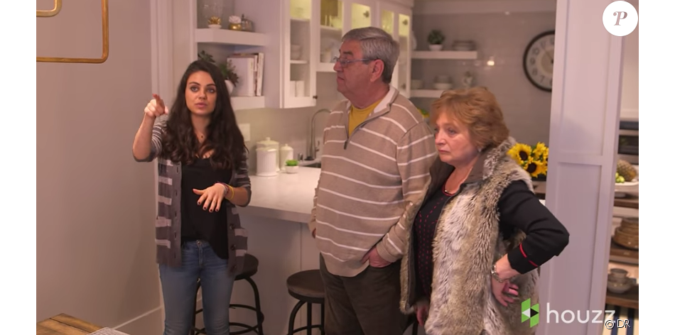 Mila Kunis et ses parents Elvira et Mark dans une vidéo ...