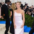 "Gwyneth Paltrow, habillée d'une robe CALVIN KLEIN (Calvin Klein by Appointment) - Met Gala 2017, exposition ""Rei Kawakubo/Comme des Garçons: Art Of The In-Between"" au Metropolitan Museum of Art. New York, le 1er mai 2017. © Christopher Smith/AdMedia via Zuma/Bestimage"