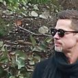 Exclusif - Brad Pitt très amaigri et en pleine conversation téléphonique dans les rues de Santa Monica. Le 25 janvier 2017