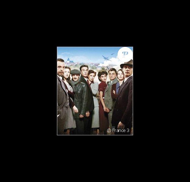 Affiche promo de la série Un village français.