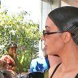 Kim Kardashian et ses soeurs Khloe Kardashian et Kourtney Kardashian sont allées déjeuner au restaurant Fabrocinis restaurant à Beverly Glen à Los Angeles, le 7 avril 2017.
