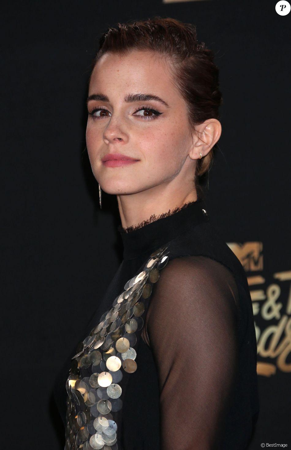 Emma Watson, habillée d'une robe Kitx, lors des ''2017 MTV Movie And TV Awards'' à Los Angeles, le 7 mai 2017.