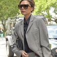 Victoria Beckham, en tailleur gris, dans la rue à New York le 12 mai 2017.