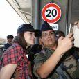 Marion Cotillard arrive à l'aéroport de Nice dans le cadre du 70e Festival International du Film de Cannes, le 16 mai 2017.
