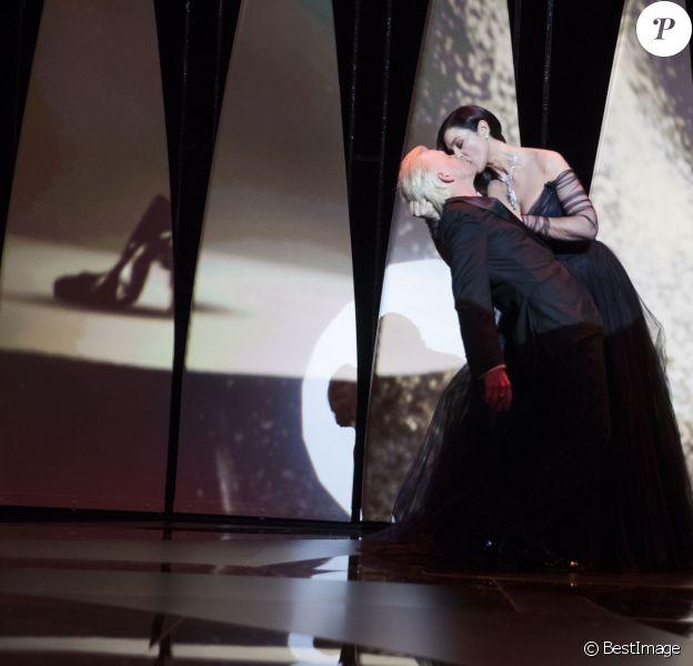 Alex Lutz, Monica Bellucci - Cérémonie d'ouverture du 70ème Festival International du Film de Cannes. Le 17 mai 2017 © Borde-Jacovides-Moreau / Bestimage  Opening ceremony of the 70th Cannes International Film festival. On may 17th 201717/05/2017 - Cannes