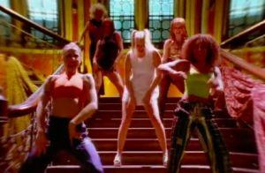 Geri Halliwell : L'ex-Spice Girl rejoue une scène mythique, vingt ans après