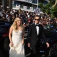 """Louane Emera et Benjamin Biolay arrivent en voiture officielle du festival pour la montée des marches du film """"Les Fantômes d'Ismaël"""" lors du 70ème Festival International du Film de Cannes, le 17 mai 2017."""