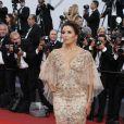 """Eva Longoria - Montée des marches du film """"Mise à Mort du Cerf Sacré"""" lors du 70ème Festival International du Film de Cannes. Le 22 mai 2017.  © Borde-Jacovides-Moreau/Bestimage"""