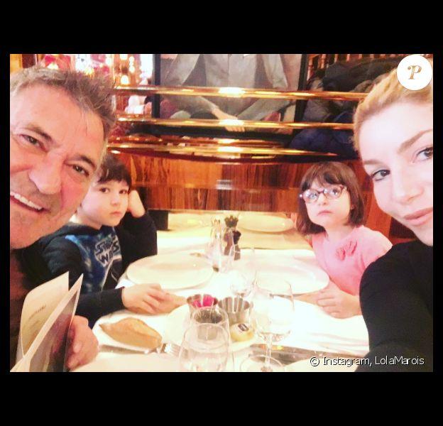 Jean-Marie Bigard, Lola MArois et leurs jumeaux Jules et Bella le 20 mai 2017 à Paris.