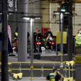 La police et les secours à la Manchester Arena après l'attentat-suicide à la bombe, le 22 mai 2017.
