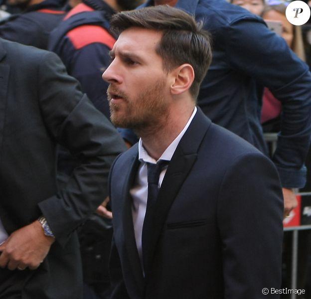 Lionel Messi arrivant au tribunal (ainsi que son père Jorge) pour leur procès pour fraude fiscale à Barcelone, le 2 juin 2016.